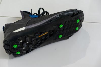 Nakładki antypoślizgowe SpringYard SportGrip założone na but