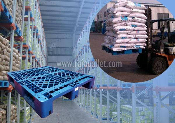 penggunaan pallet plastim di gudang