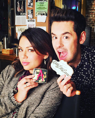 PLL 7x16 bts set Janel Parrish (Mona) and Brendan Robinson (Lucas) eating Pretty Little Liars cookies