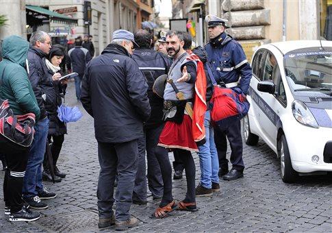 Extra omnes: Εκατόνταρχοι τέλος στη Ρώμη