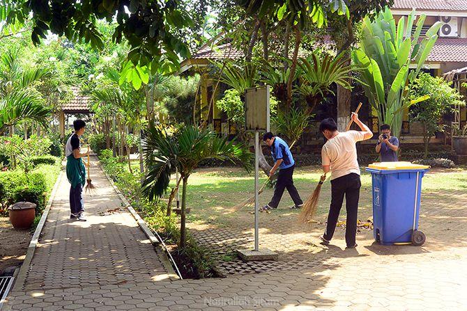 Mahasiswa yang sedang melakukan Retreat