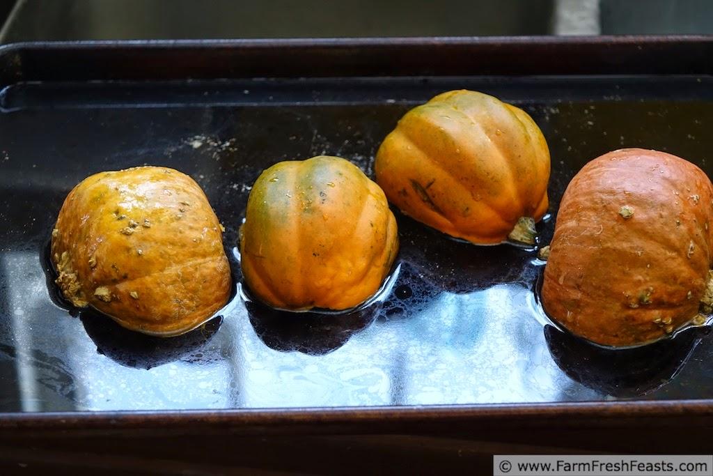 http://www.farmfreshfeasts.com/2015/01/winter-squash-banana-muffins-monday.html