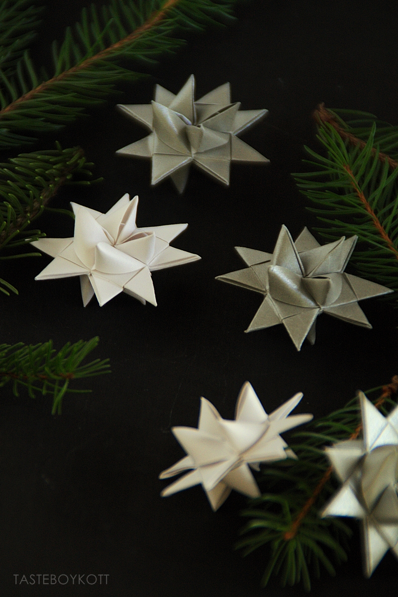 Christmas decoration: DIY white and silver origami stars // Fröbelsterene DIY