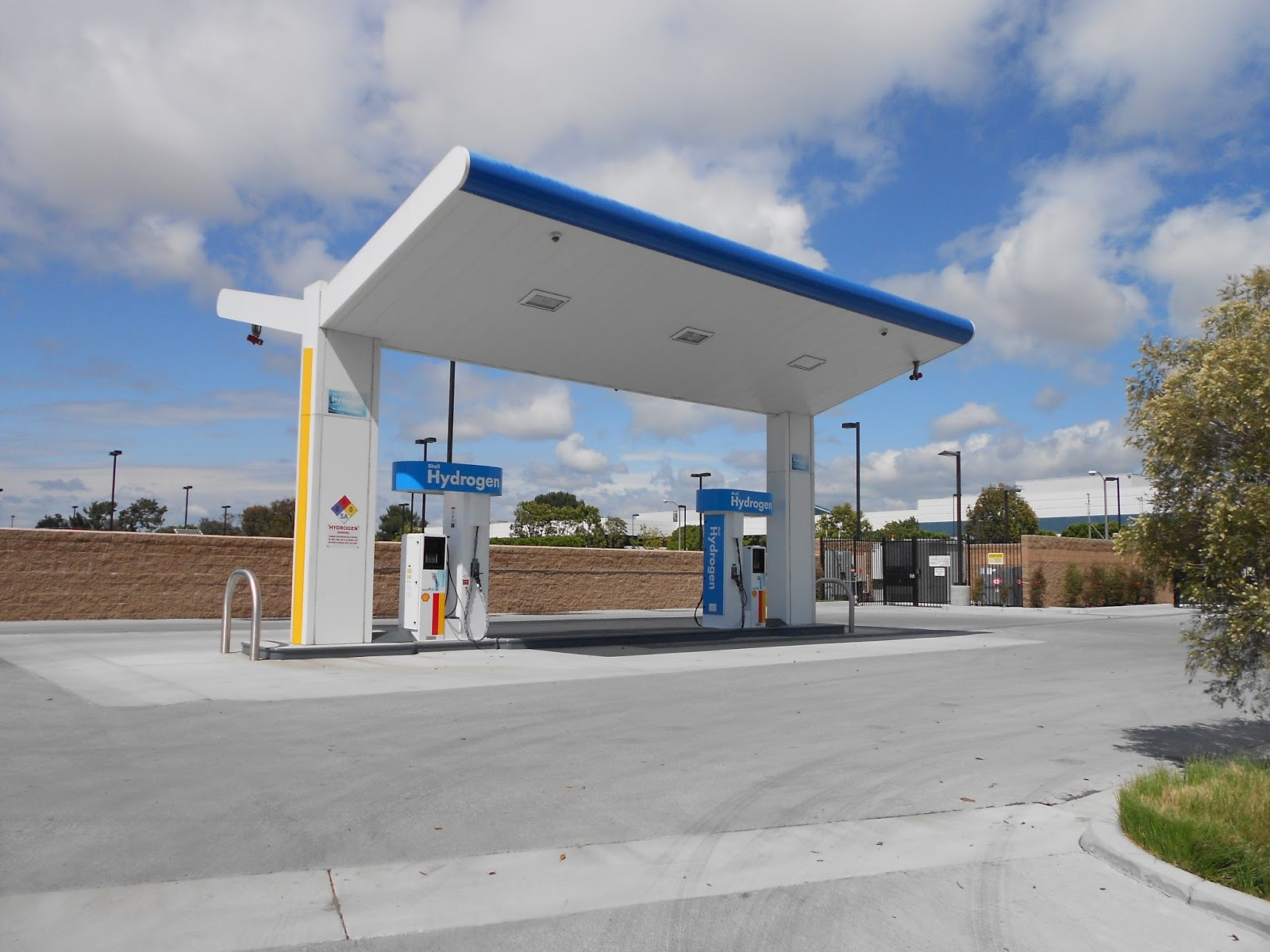 Hydrogen Fueling Stations >> California's Hydrogen Refueling Network Adds Three New ...