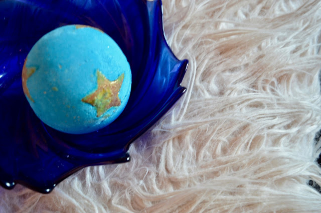 lush shoot for the stars bath bomb