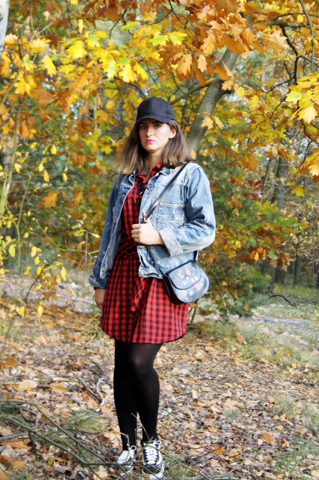 a3dd31644d4b9 Zamówiłam sukienkę w czerwoną kratkę i czapkę z daszkiem z chockerem.Torebka  z modnymi nadrukami jest także z IloveSinsay.Jeansowa kurtka to łup z (s-h).
