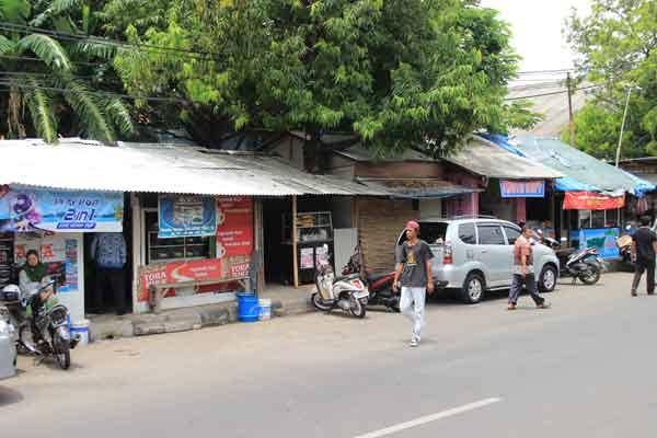 satpol pp kota cirebon tertibkan pkl di jalan sudarsono