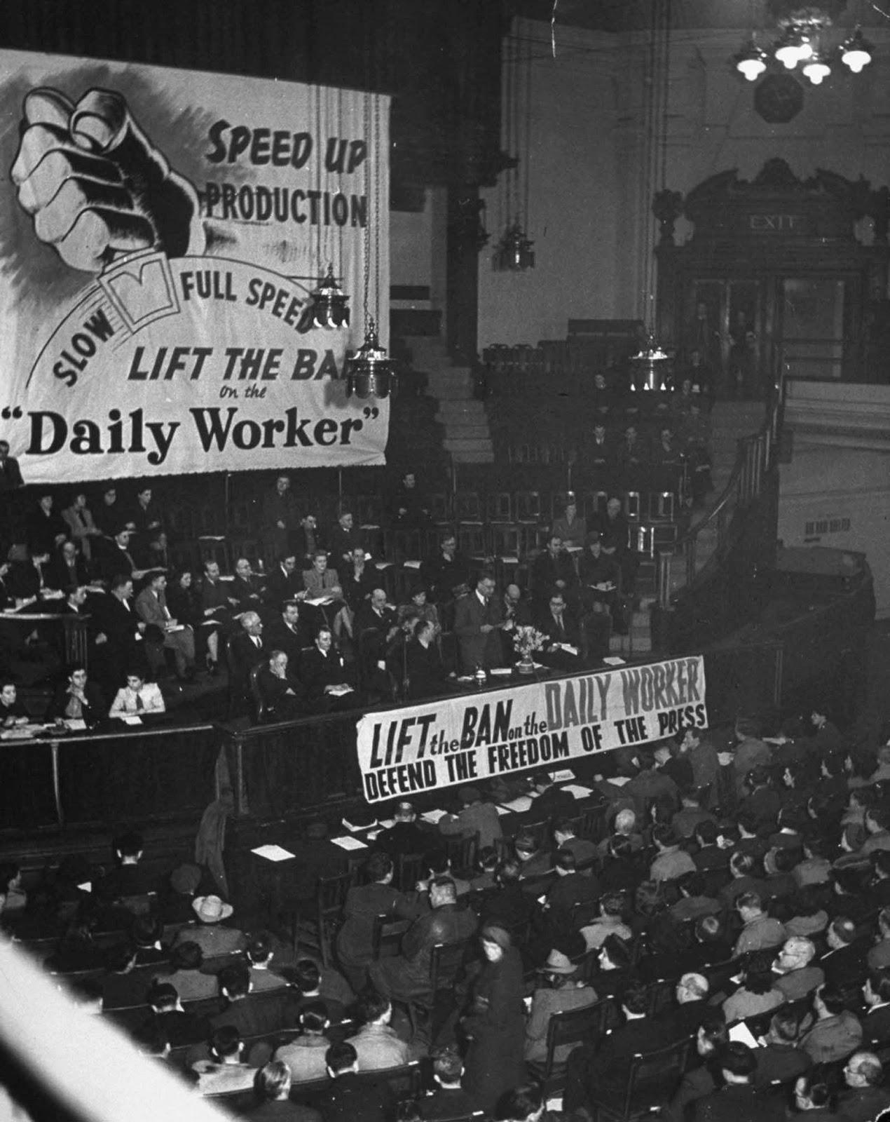 Meeting in the Westminster Central Hall, London, organized by the Communist Party to gain support for the campaign to lift the ban on the Daily Worker newspaper. 1942.