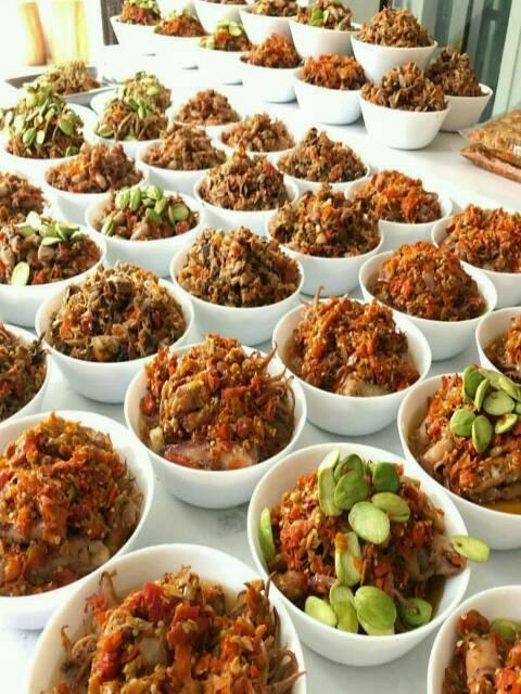 Hukum memberi makan orang kafir di siang hari bulan ramadhan -azzahir media