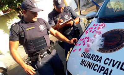 GCM apreende 276 flaconetes de cocaína no Jardim Nova Suíça em Limeira
