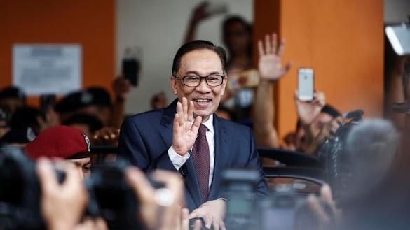 Panik Kalah Pemilu, Najib Razak Dua Kali Telepon Anwar Ibrahim