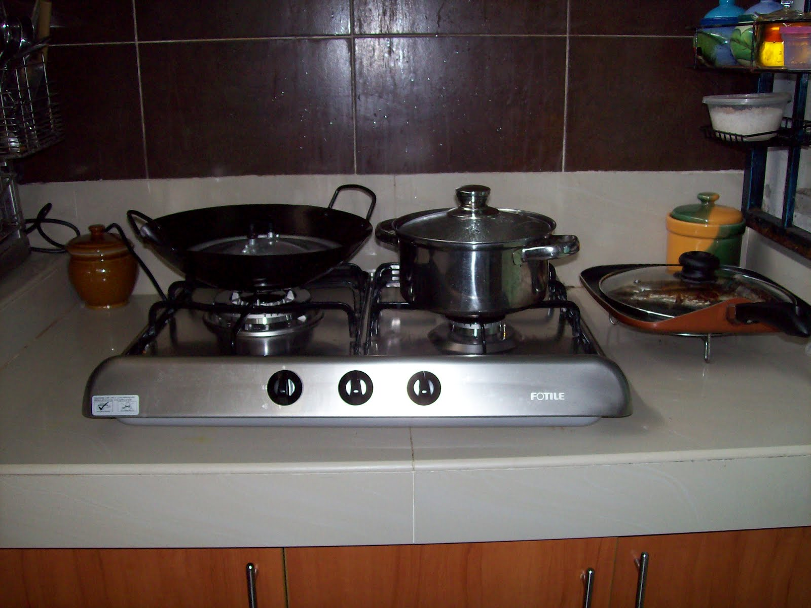 Wayar Yang Ternampak Sedikit Itu Hanyalah Penghubung Untuk Mendapat Gas Tanpa Menggunakan Pencucuh Dan Bukannya Dapur Elektrik Seperti Saya Sangkakan