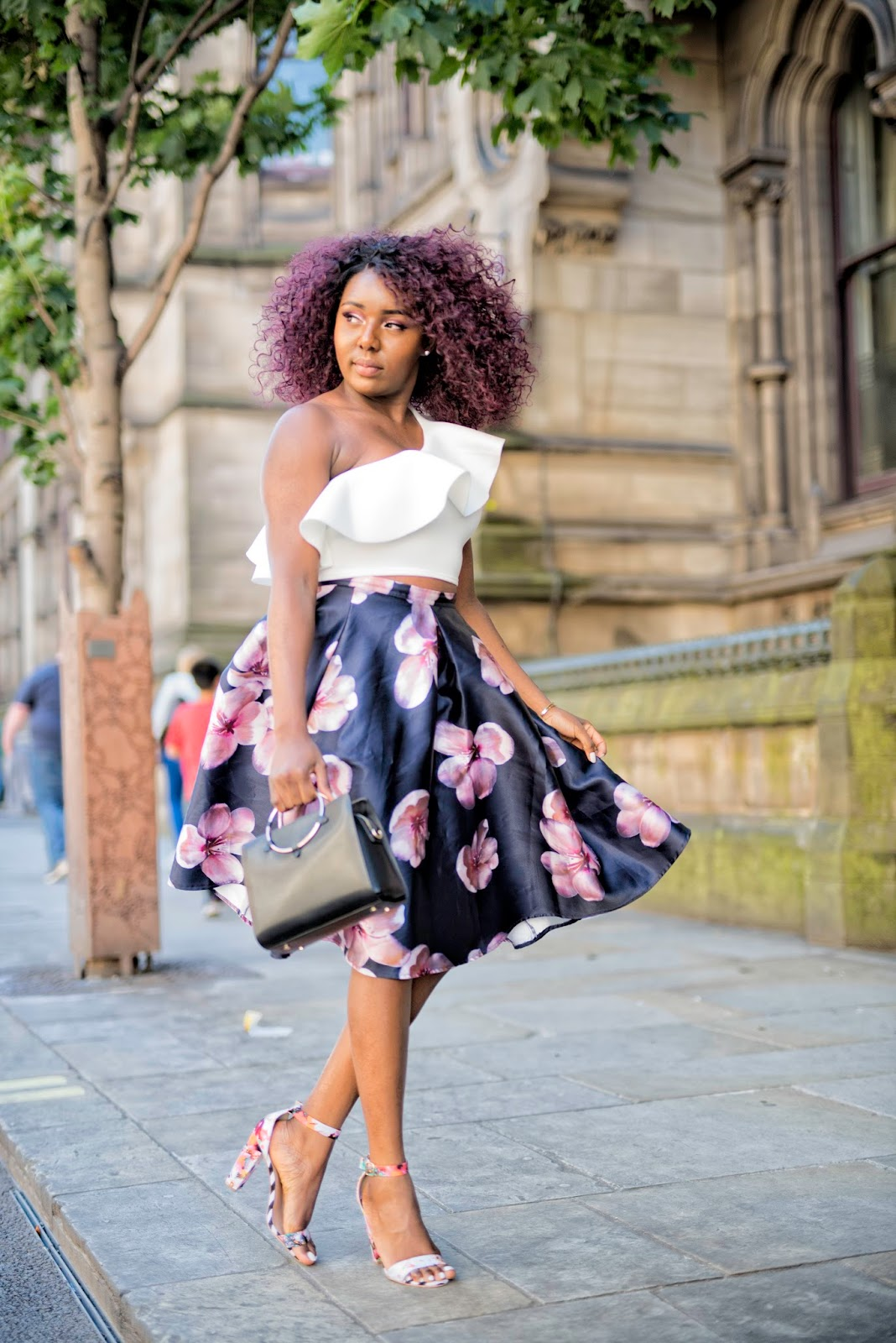 STEPHYLATELY| HOW TO STYLE A NAVY BLUE FLORAL PRINTED MIDI SKIRT