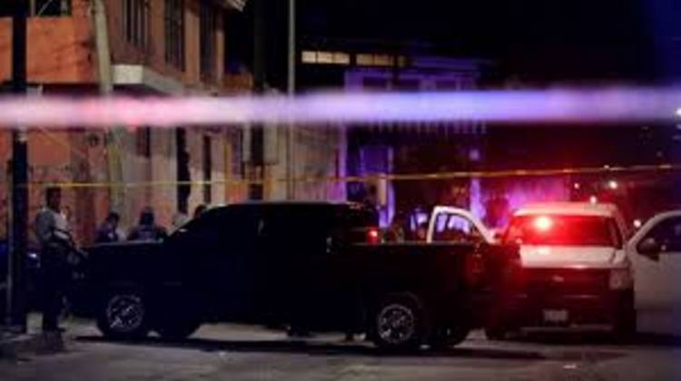 """Sicarios abren fuego en bar """"La Metiche""""  en Cuernavaca, hay doce heridos"""