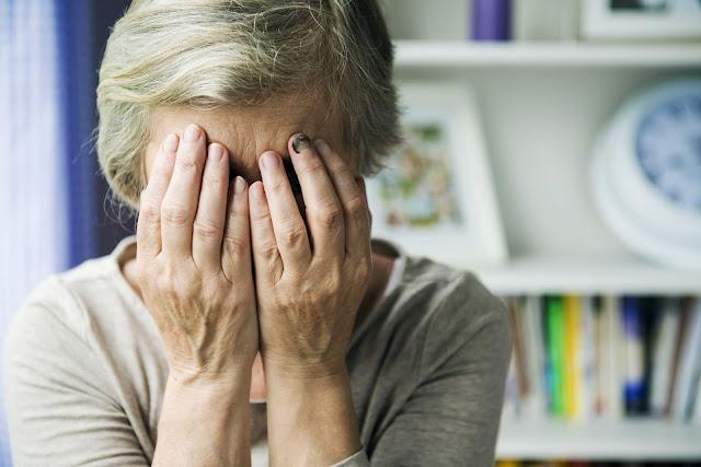 悲しい表情をしているお客様のイメージ画像