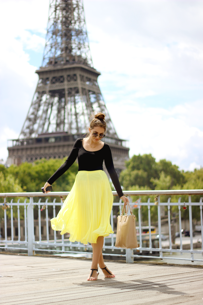 Paris France Fashion Blogger