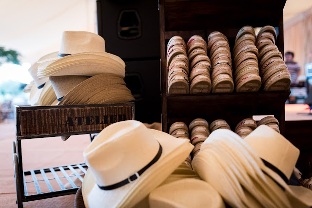 Sombreros y alpargatas De complementos dimos sombreros vaqueros comprados  en Cobo Calleja (recomiendo ir a cotillear si estás organizando tu boda,
