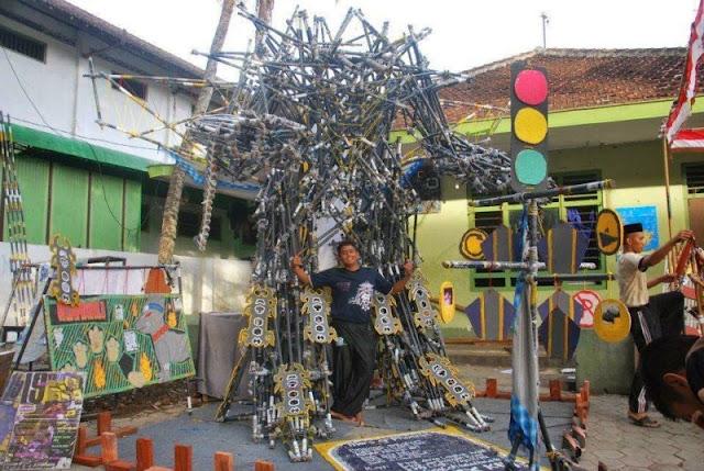 pionering berbentuk robot