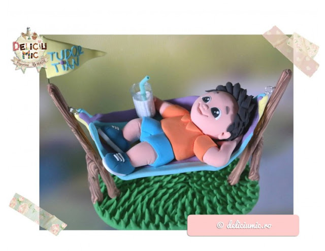 figurina tort baietel in hamac