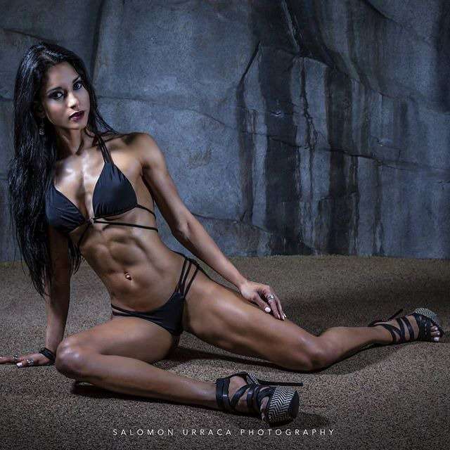 Fitness Model Alzira Rodriguez shoot photos