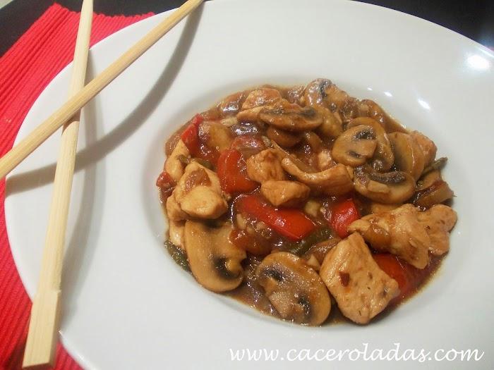 Pollo con champiñones y almendras estilo chino