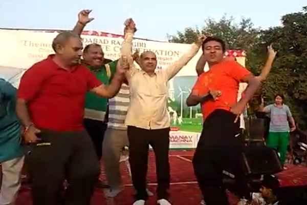 sdm-rajesh-kumar-prajapti-dance-in-rahgiri-ballabhgarh-news
