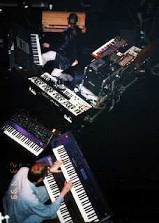 Pete Namlook experimentó con los tonos subarmónicos de su arpegiador en el Festival de Jazz de Hamburgo junto a Klaus Schulze en 1999