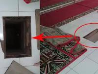 Di Masjid Ini Ada Lubang di Lantai Hanya Ditutup Karpet, Pasti Syok Saat Lihat Isinya