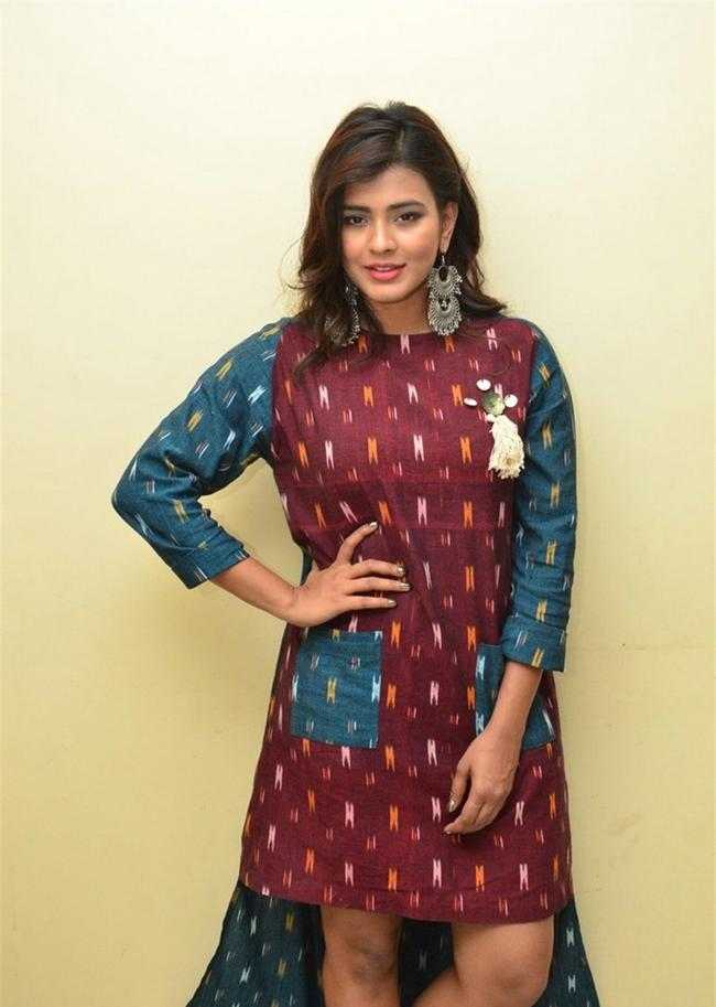 Beautiful Tamil Model Hebah Patel Long Hair Photos In Maroon Dress