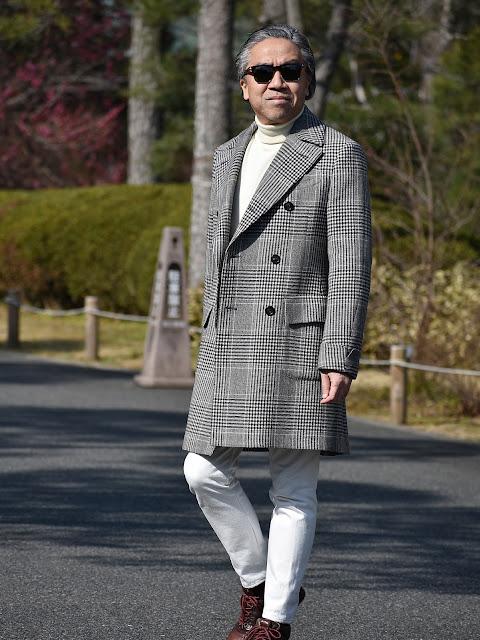 40代メンズのコート&白パンツのコーディネート