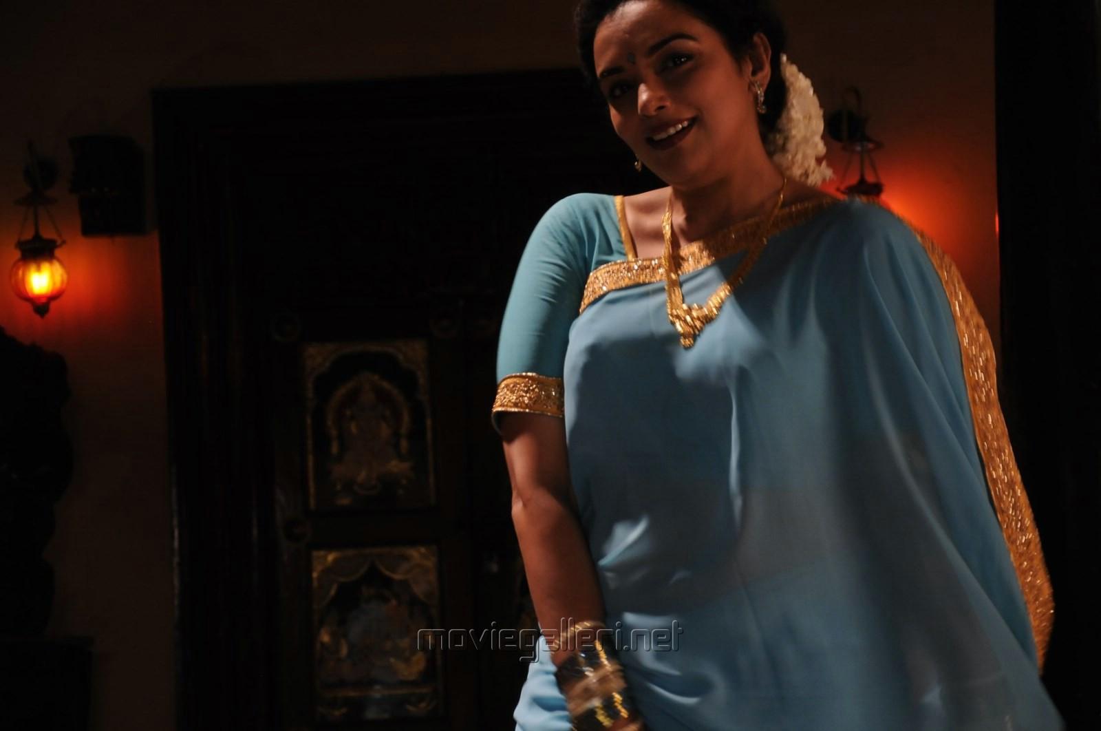 Shweta Menon Sizzling In Saree - Kollywoodlive-2248