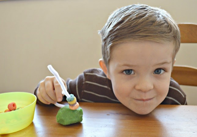 St. Patrick's Day Projects: Playdough Rainbow Bursts