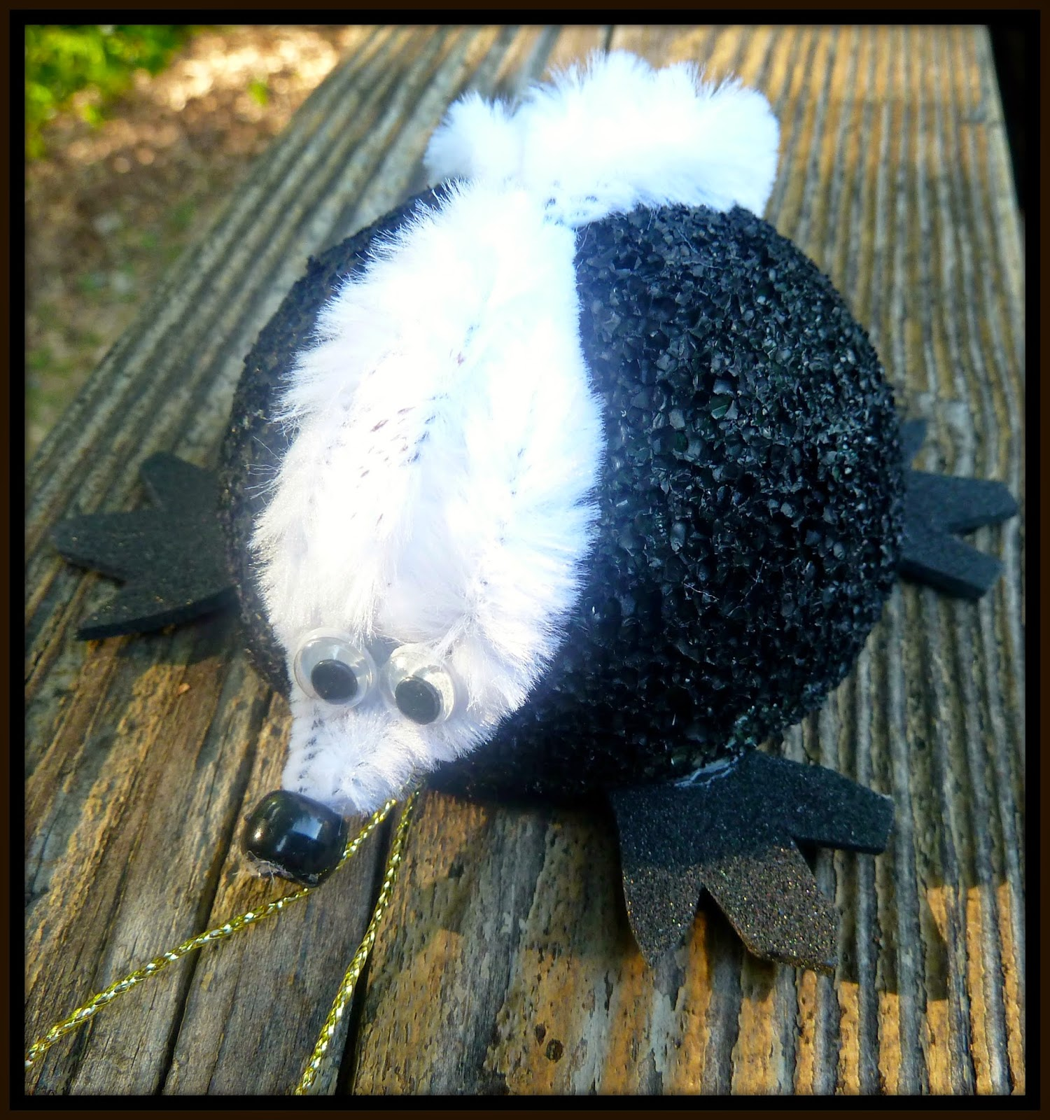 http://www.makeiteasycrafts.com/2014/08/honey-badger-ornament.html