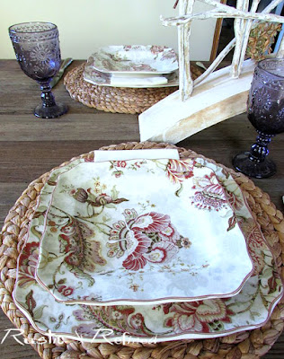 Setting a traditional Fall tablescape that's quick and easy!