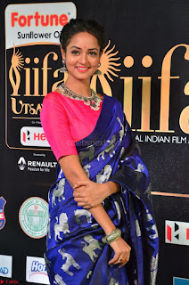 Shanvi Looks Super Cute in Pink Backless Choli Blue Saree at IIFA Utsavam Awards 2017 25.JPG