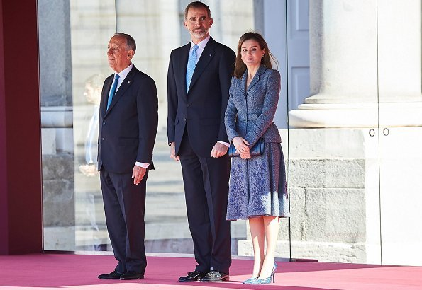 Queen Letizia wore Felipe Varela skirtsuit, and Lodi verolo Pumps and carried Magrit clutch bag. Queen Letizia will hold a gala dinner at Royal Palace