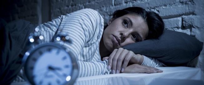 لماذا لا تنام المرأة بشكل جيد عكس الرجل ؟