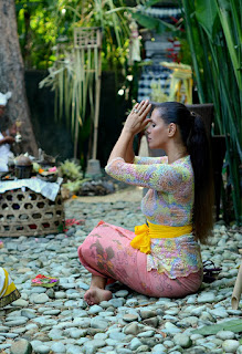 http://www.tcstyleclues.com/2017/03/a-balinese-blessing.html