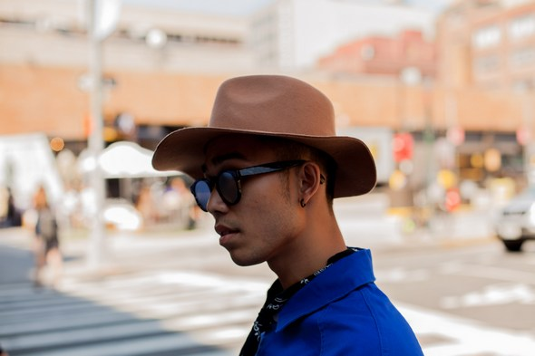 mens street style new york blue shirt tan hat asian men round sunglasses angel verde the stylepreneur 2016