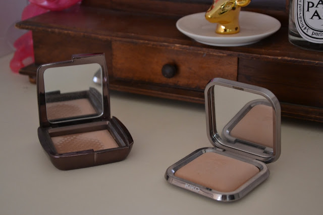 Comparison: Hourglass Ambient Lightning Powder in Dim Light vs Kiko Cosmetics Radiant Fusion Baked Powder 04