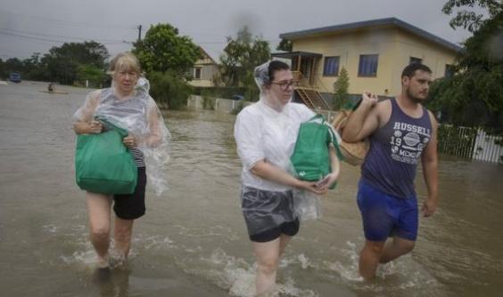 الأمطار الغزيرة في أستراليا ترفع منسوب المياه في المسطحات المائية.