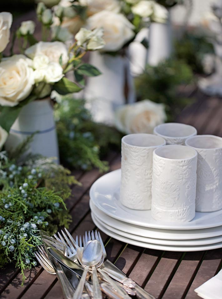 summer-entertaining-white-tablescape-with-roses