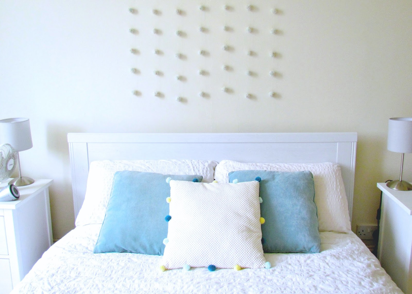 DIY pom pom wall hanging by Isoscella