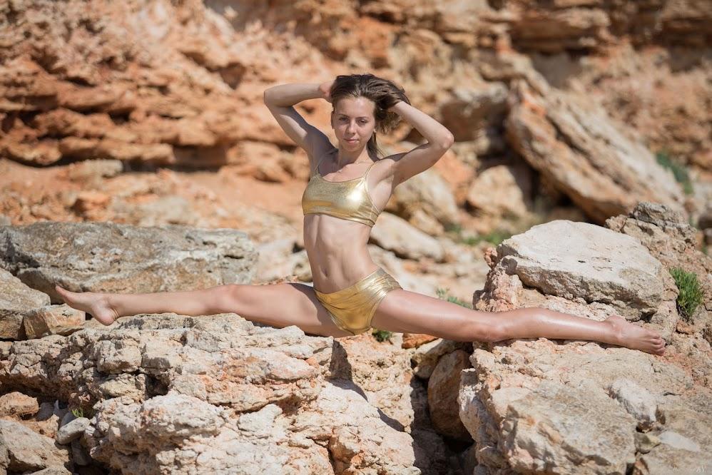 title2:Stunning18 Elika Rocky Coast