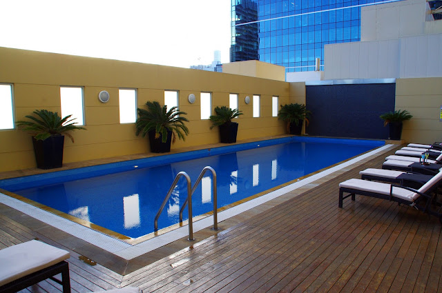 luxury swimming pool at swissotel sydney
