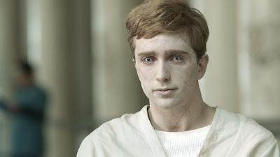 In The Flesh - Kieren Walker, il protagonista non-morto interpretato da Luke Newberry