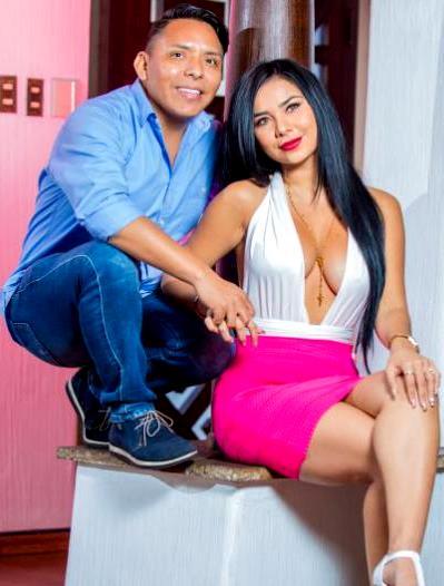 Foto de Pilar Gasca posando junto a Edwin Sierra
