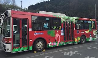 2代目のラッピングバス(赤色)