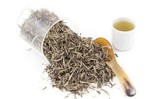 Hojas secas de té blanco