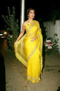 Esha Gupta Pos At The Launch Of Sister Neha Gupta s Festive Collection At Atosa 6